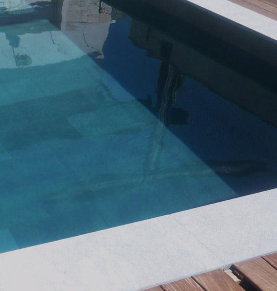 Rev tement de piscine en ardoise marbrerie retegui - Margelle piscine ardoise ...